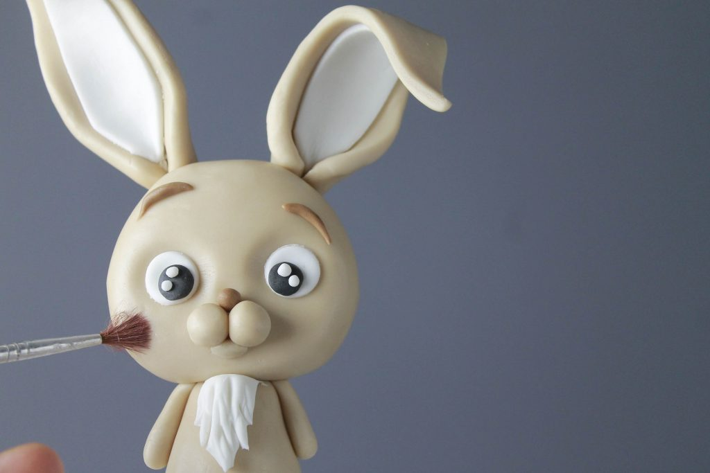 Easter bunny cake: modelling chocolate bunny tutorial