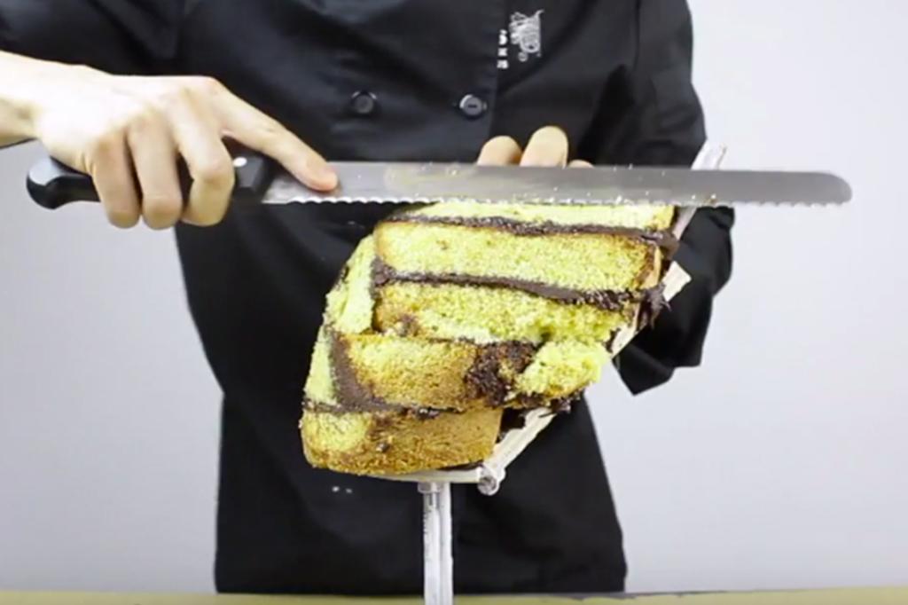 Cómo hacer una tarta tallada de un animal. Incluye vídeo.